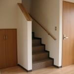 1階居間から・右の扉は玄関へ