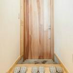 2.桜の木の玄関ドア