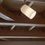 7.1階天井のカラマツの梁
