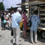 商品の説明と試食販売