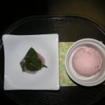 デザートの桜餅とアイス
