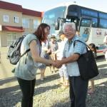 団長さんと町内会長の固い握手