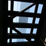 金沢鉄橋の真下から空を